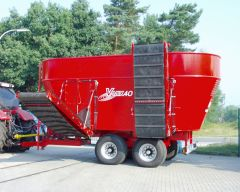 V Mix 40 Su iskrovimo transporteriu biohumuso maisymui